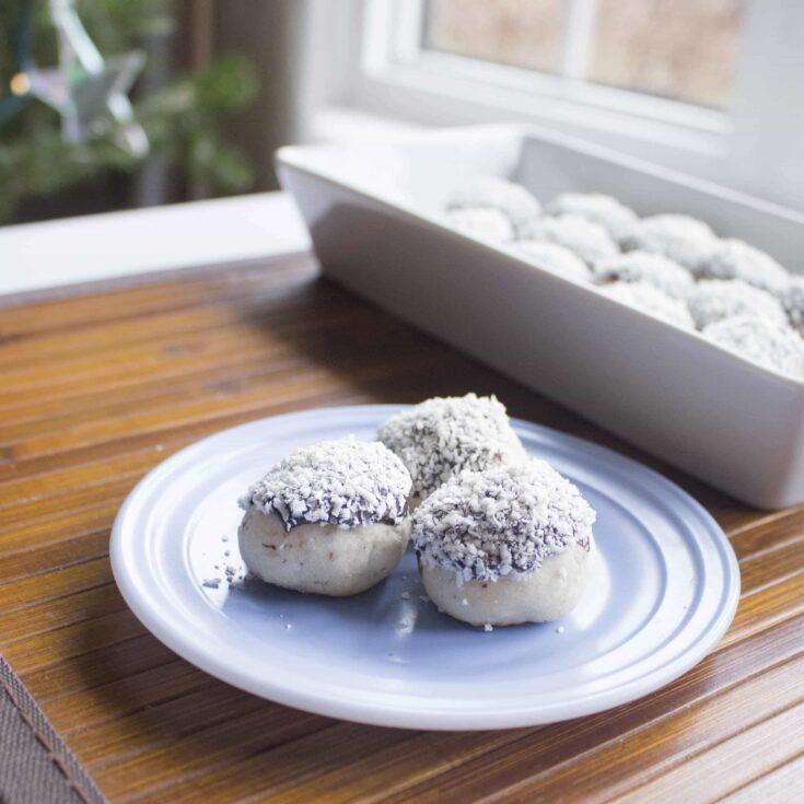 Snow Capped Pecan Shortbread Cookies